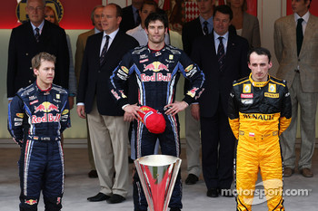 Podium: race winner Mark Webber, Red Bull Racing with second place Sebastian Vettel, Red Bull Racing and third place Robert Kubica, Renault F1 Team