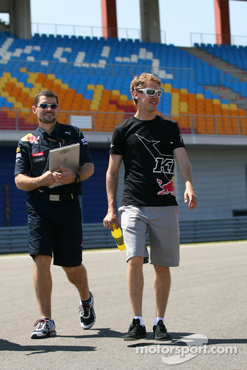 Guillaume Rocquelin, Red Bull Racing Race Engineer of Sebastian Vettel with Sebastian Vettel, Red Bull Racing