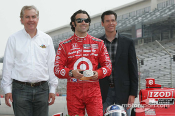 2010 Indianapolis 500 Champion Dario Franchitti, Target Chip Ganassi Racing receives a special belt buckle for winning