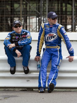 Mark Martin, Hendrick Motorsports Chevrolet and Kurt Busch, Penske Racing Dodge