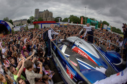 #3 Team Peugeot Total Peugeot 908 is unloaded while a massive number of fans watch