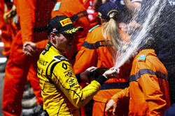 Third place Oliver Rowland, MP Motorsport celebrates with champagne