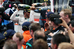 Race winner Lewis Hamilton, Mercedes AMG F1 celebrates with the champagne with the team