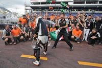 Formula 1 Foto - Il Sahara Force India F1 Team festeggia il terzo posto di Sergio Perez, Sahara Force India F1 e il sesto di Nico Hulkenberg, Sahara Force India F1