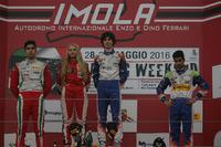 Formula 4 Foto - Podio Rookie: primo posto Lorenzo Colombo, secondo  Juan Manuel Correa, terzi Kush Maini e Fabienne Wohlwend