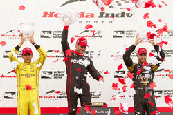 Podium: Sieger Will Power, Team Penske, Chevrolet; 2. Helio Castroneves, Team Penske, Chevrolet; 3.  James Hinchcliffe, Schmidt Peterson Motorsports, Honda