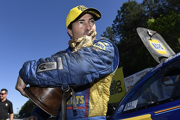 Capps scores third straight Funny Car victory