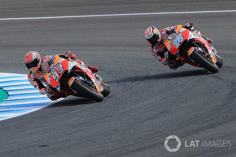 Márquez, que lidera, y Pedrosa se van al suelo en el warm up