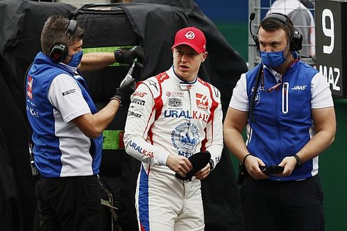 Mazepin explicó por qué casi choca con Hamilton en Turquía