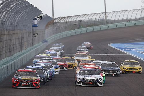 NASCAR shakes up playoffs in 2022 Cup Series schedule