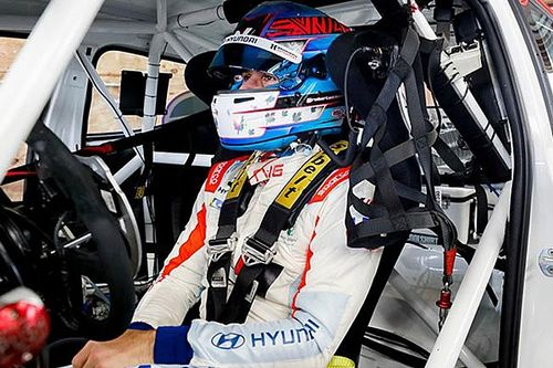 Wickens back in racecar, drives BHA Hyundai at Mid-Ohio