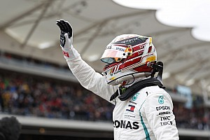 US GP: Hamilton beats Vettel to pole by 0.061s