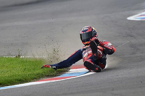 Superbikes Toplijst In beeld: Stefan Bradl crasht tijdens WSBK-training Lausitzring