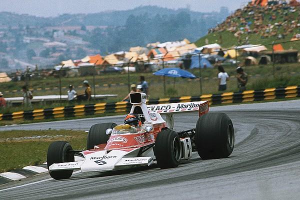 Hakkinen corre com McLaren M23 de Emerson Fittipaldi