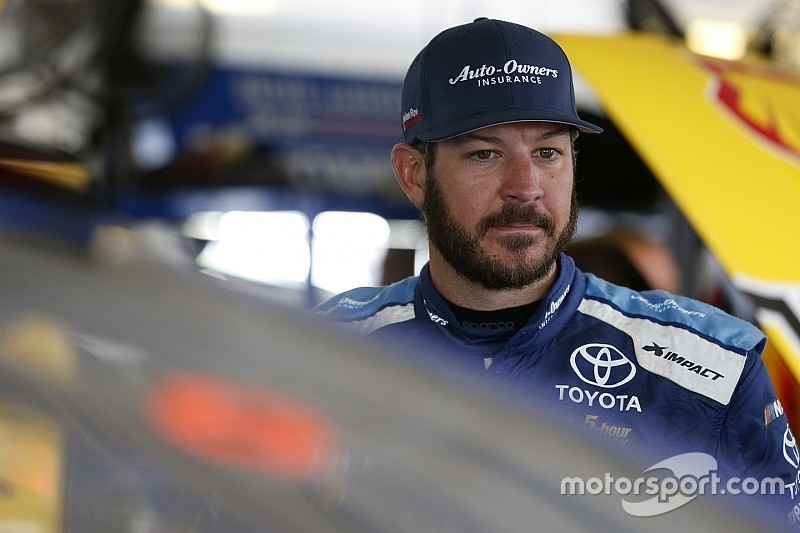 Martin Truex Jr. holds off Harvick for Stage 1 win at Richmond