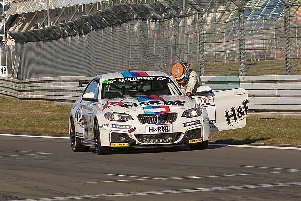 Auf Mansells Spuren: Schrey schiebt BMW über Ziellinie und kollabiert