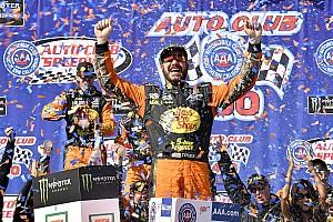 NASCAR Sprint Cup Crónica de Carrera Martin Truex Jr. protagoniza una jornada dominante en Fontana
