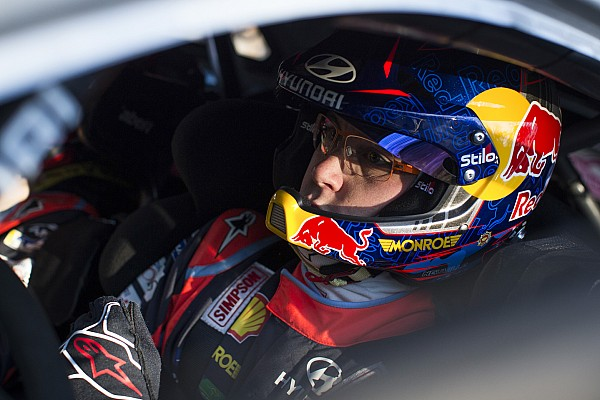WRC Nieuws Neuville crasht onder brug in Rally van Corsica-test
