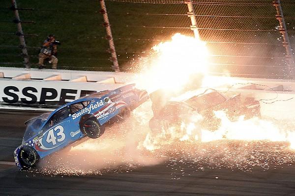 Monster Energy NASCAR Cup Son dakika Almirola, Kansas kazasında omurunu çatlattı