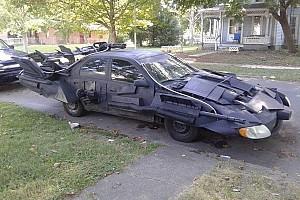 Automotive Nieuws Angstaanjagende Toyota-Batmobile maakt de buurt onveilig