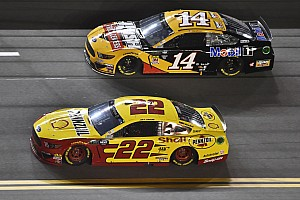 Duel 2 in Daytona: Joey Logano fängt Clint Bowyer ab