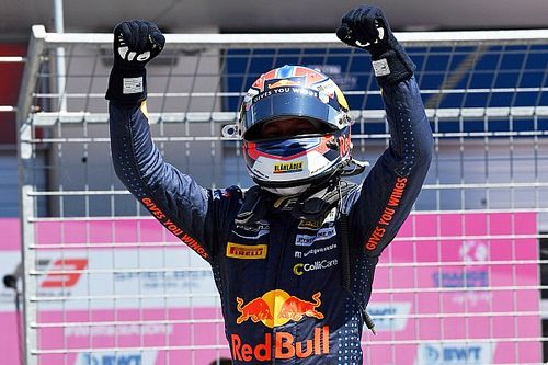 Red Bull Ring F3: Hauger gana en el caos de la primera carrera