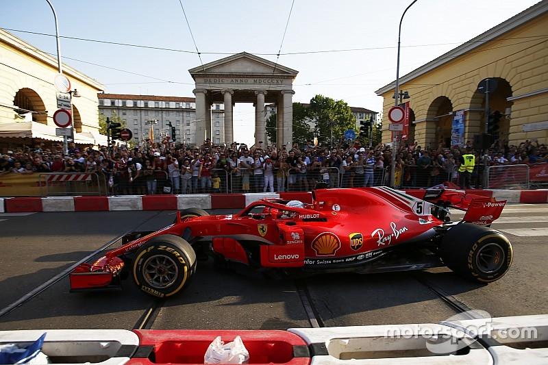 """Vettel verklaart crash tijdens demonstratie: """"Gebruikte het stuur van Kimi"""""""