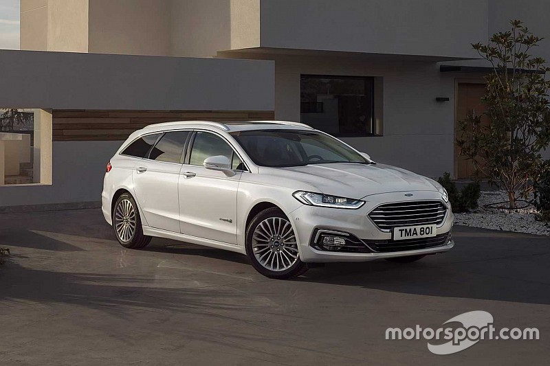Ford представив оновлені ліфтбек і універсал Mondeo