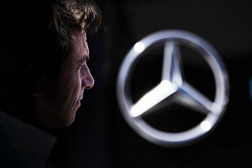 """F1: Mercedes agradece comissários por não deixarem """"Red Bull manchar bom nome e integridade de Hamilton"""""""