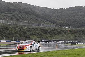 WTCC Репортаж з гонки WTCC в Китаї: Герріері блискуче виграв дощову першу гонку
