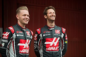 Grosjean és Magnussen is beújított egy-egy sisakot 2017-re!