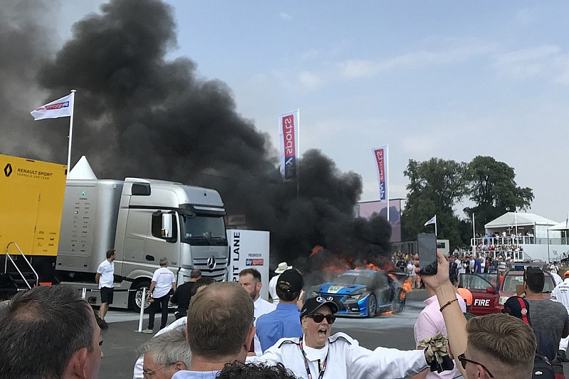 Pruett escapa de un incendio en Goodwood