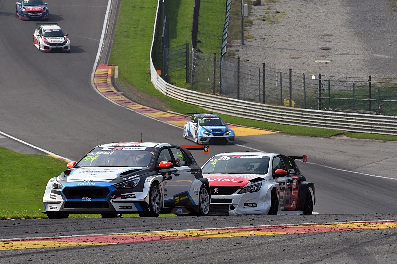 Trionfo di Kris Richard (con giallo) in Gara 2 a Spa-Francorchamps