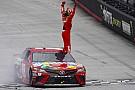 NASCAR Cup Kyle Busch beffa Larson nel finale nella gara posticipata di Bristol