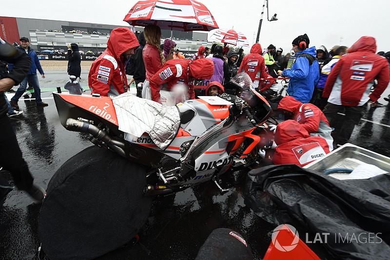 Képeken a kaotikus állapotok Silverstone-ból: ezért maradt el a Brit GP?!