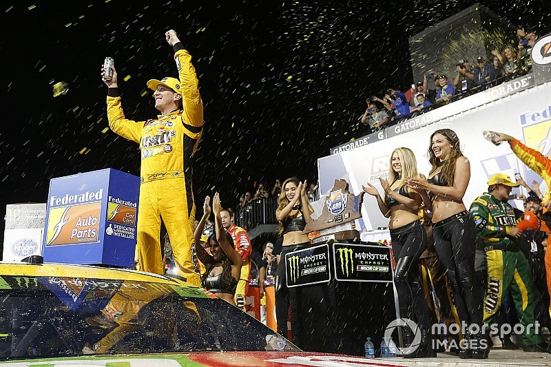 Kyle Busch fends off Harvick at Richmond for 50th Cup win