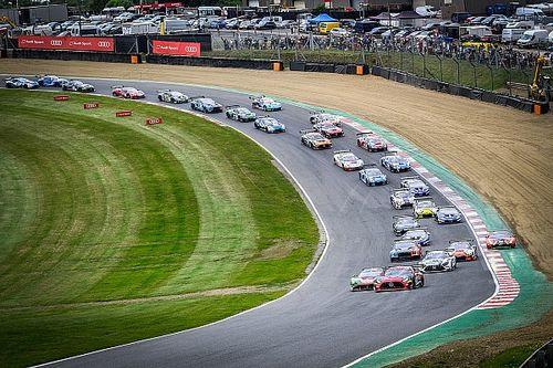 Brands Hatch GTWCE: JOTA McLaren crashes over barriers in opener
