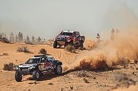 Al Attiyah gana la Baja Hail 1 en un duelo incendiado con Sainz