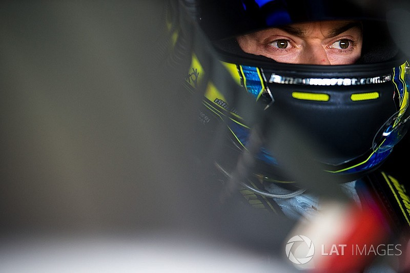 Moffat makes Carrera Cup return