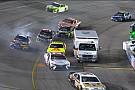 NASCAR Cup Ambulância aparece em entrada de pits e complica pilotos