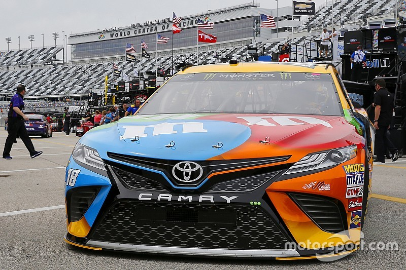 Kyle Busch leads train of Toyotas in Friday's second Cup practice