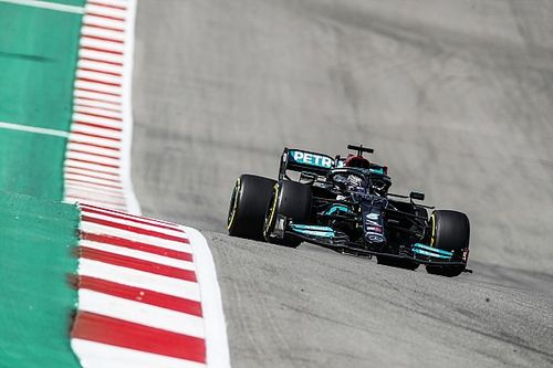 Hamilton no se explica la superioridad de Red Bull ante Mercedes