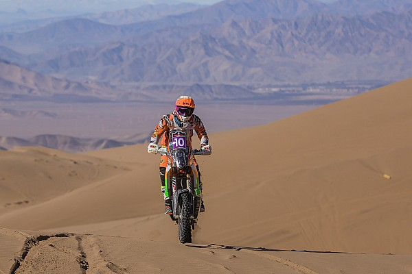 Cross-Country Rally Noticias de última hora Laia Sanz vuelve a socorrer a un rival en el Rally Atacama
