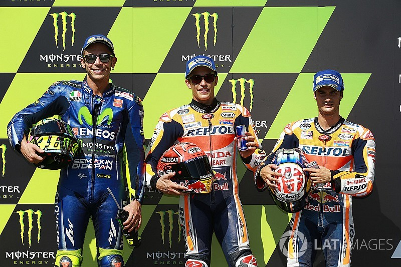 Brno MotoGP: Rossi'yi 0.092 saniye ile geçen Marquez pole'de