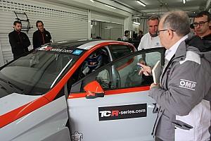TCR Test Larini prova le otto vetture TCR per definire il BoP
