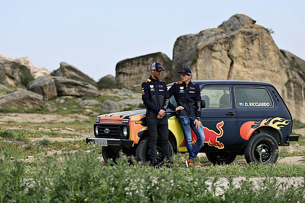 Формула 1 Новость Гонщики Red Bull прокатились на «Ниве»