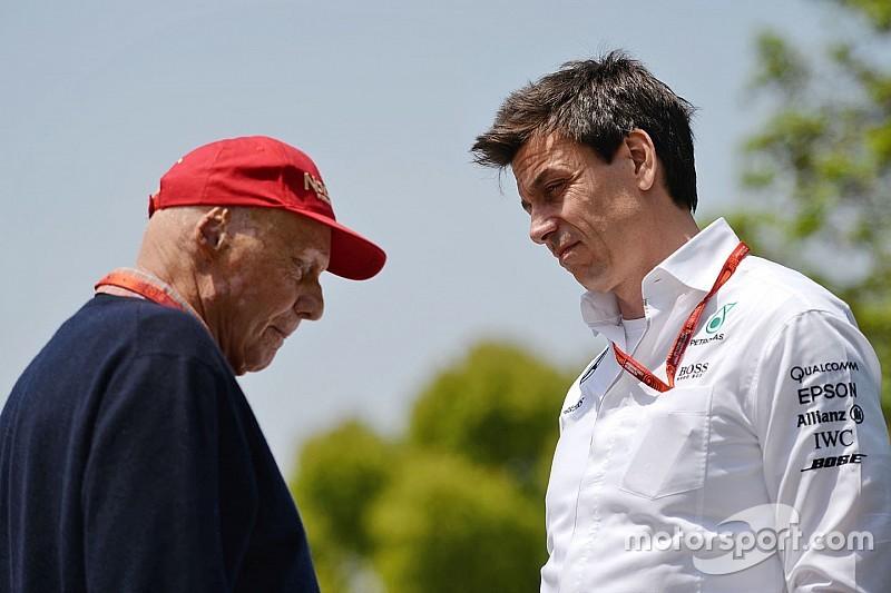 """Лауда: """"Складні"""" дискусії затримують рішення Mercedes щодо гонщика"""