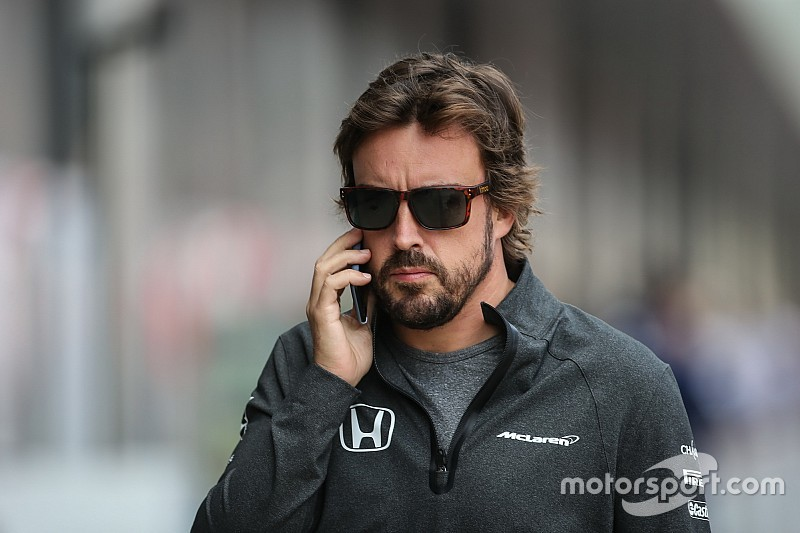Após reunião, McLaren espera permanência de Alonso na F1