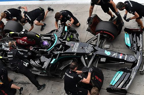 Mercedes рассчитывает избежать штрафа Хэмилтона за лишний мотор