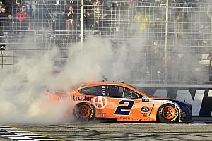 Кеселовски выиграл этап в Атланте и стал самым успешным гонщиком Penske в NASCAR